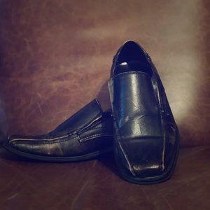 Black and brown Earthquake shoe